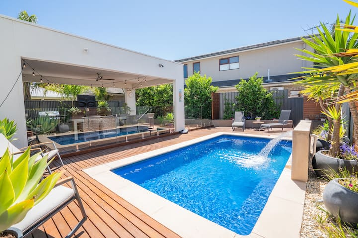 Luxurious Home with Pool and Close to the Beach