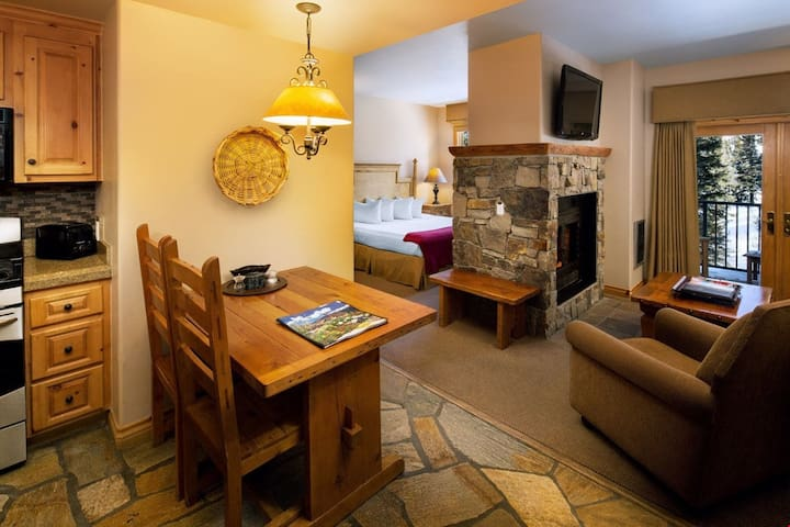 Spacious Ski-In Suite with Gorgeous Stone Fireplace Perfect for Pairs!