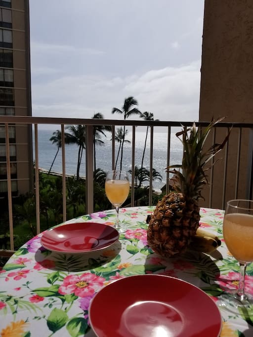 This is what Hawaii is all about, fresh fruit, palm trees and some of the most beautiful ocean on the planet