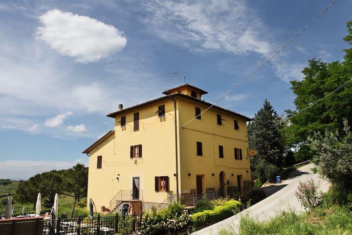 On the tuscan rolling hills.... - Certaldo - Bed & Breakfast