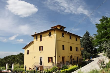 On the tuscan rolling hills.... - Certaldo - Bed & Breakfast