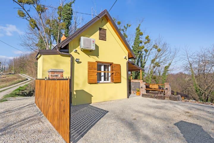 Maison de vacances rustique à Donja Stubica avec terrasse