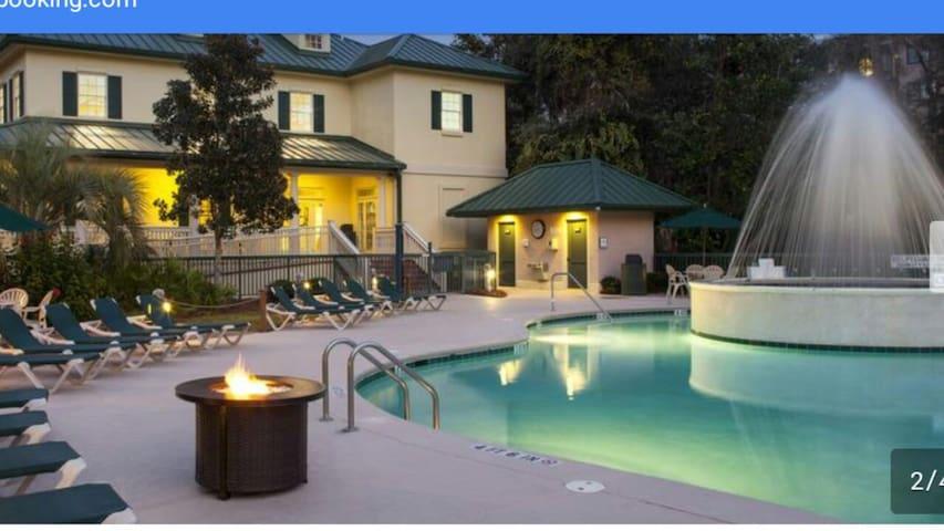 Large 3BR Condo - Beach Golf Pool April 18-25