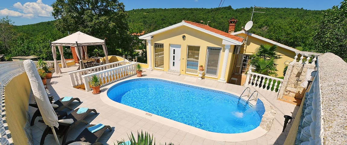 Luxury Holiday Home in roman style - Ripenda Kras - วิลล่า