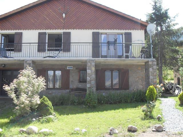 BAS DE CHALET VUE AU LAC/MONTAGNES - Matemale - Apartament