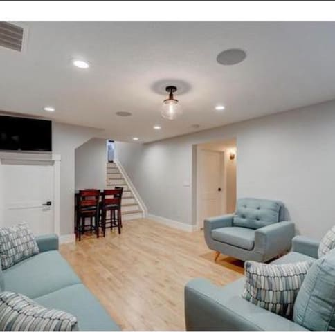 1-bed basement suite /W private bath and living rm