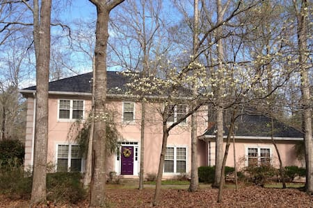 Lake-front home in wooded setting. - Watkinsville - Dom