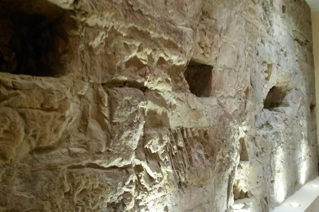 Muro romano lungo il corridoio d entrata