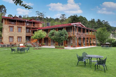 Luxurious Stays with a View of Mighty Himalayas