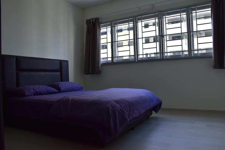 Cosy common room - 4 mins walk to MRT station