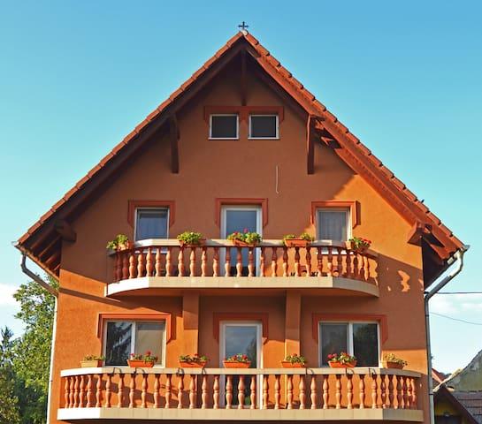 Venesis House