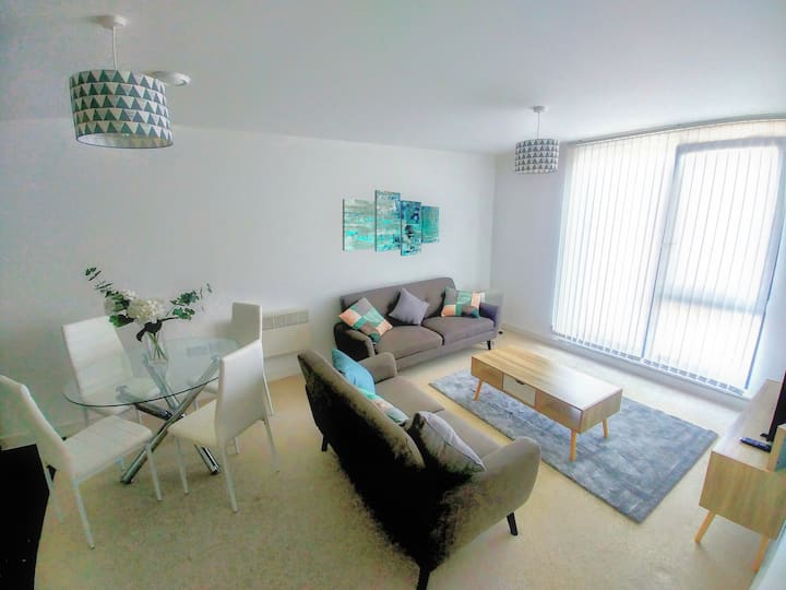 Redhill  - Lovely Central 2 Bedroom Apartment