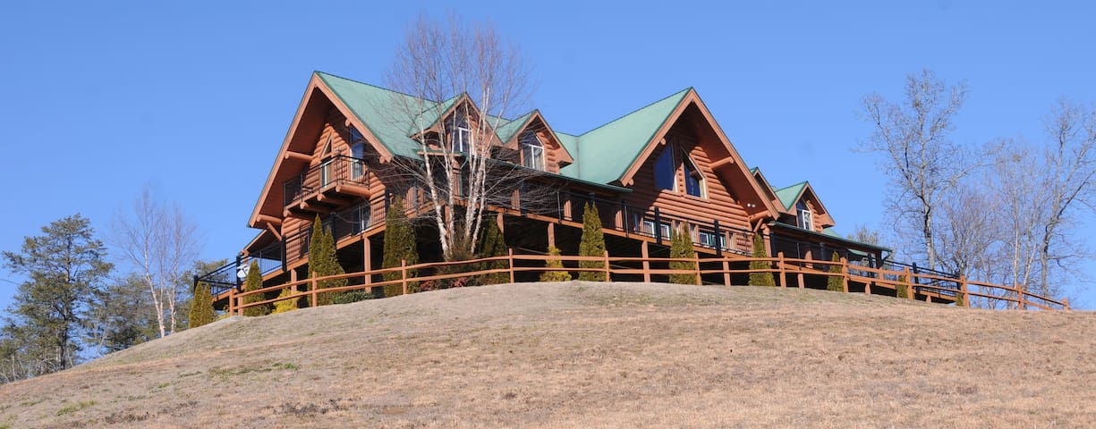 A Spectacular 9 Bedroom Mansion - Sevierville