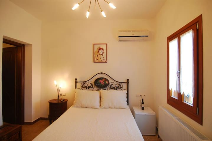 Angeliki Traditional Rooms - Double - Tsagkarada - Bed & Breakfast