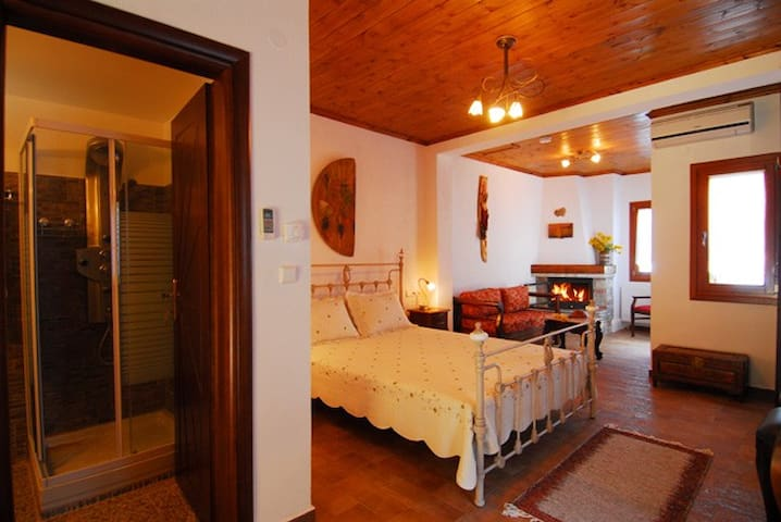 Angeliki Traditional Rooms - Triple - Tsagkarada - Bed & Breakfast