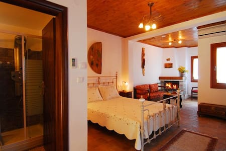 Angeliki Traditional Rooms - Triple - Tsagkarada - Bed & Breakfast
