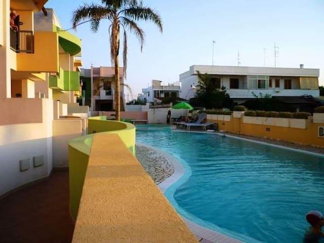 Casa con giardino privato e piscina 380mt dal mare