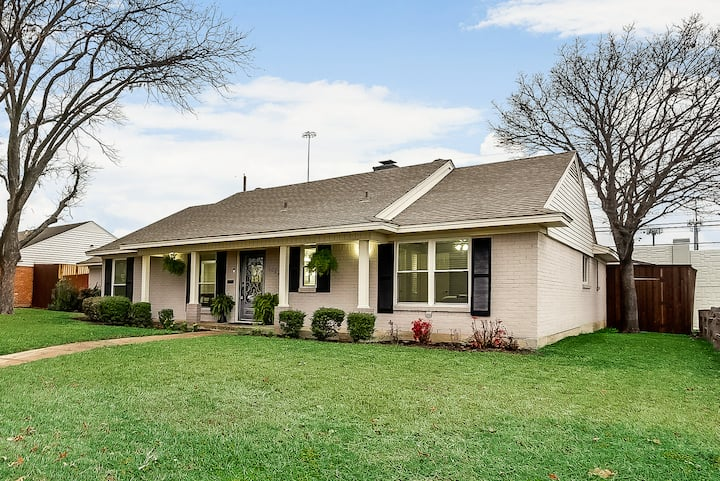 Simply Sweet Retreat 3 Bedroom House King Beds Houses For Rent In Dallas Texas United States
