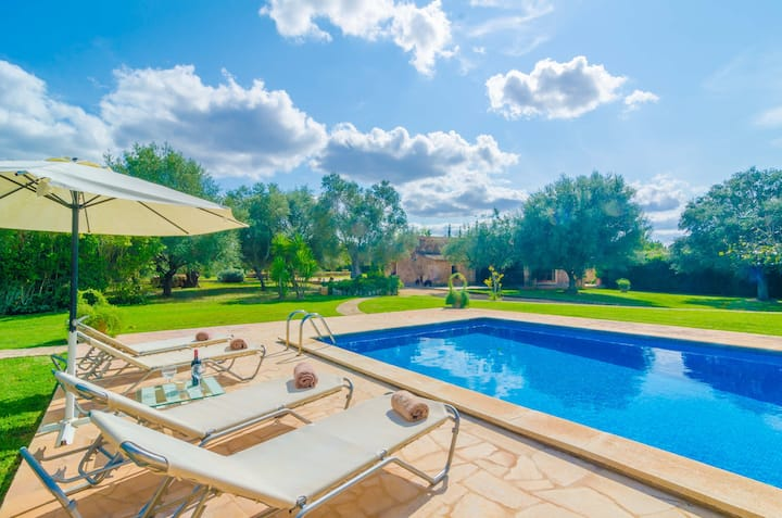 S'ERA NOVA - Beautiful villa with private pool surrounded by a beautiful garden. Free WIFI