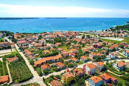 Apartamento con terrazza grande, vicino spiaggia