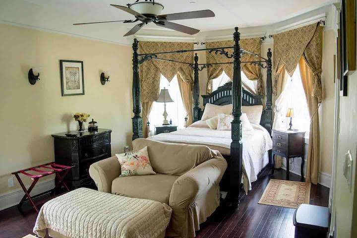 Black Walnut Suite with private bath