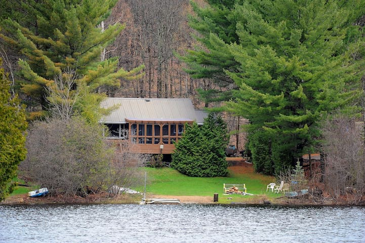 Affordable Chalet lake, private beach, deck, land