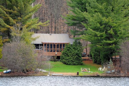 Affordable chalet, beach and deck on a great lake