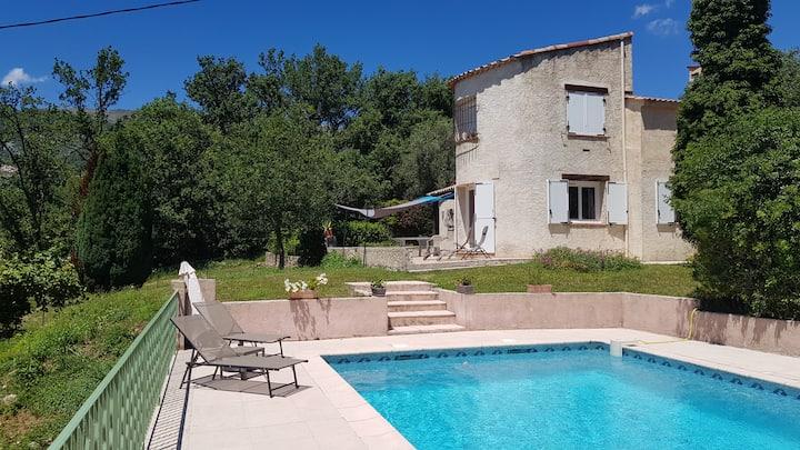 Villa privée 8-10 p.+piscine au calme côte d'azur