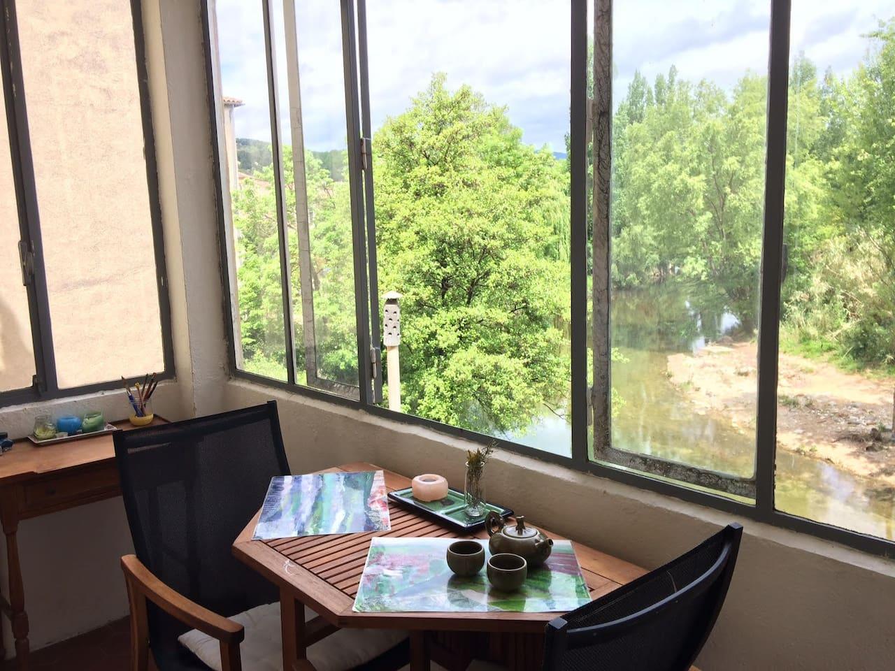 Appartement charmant avec véranda sur la rivière