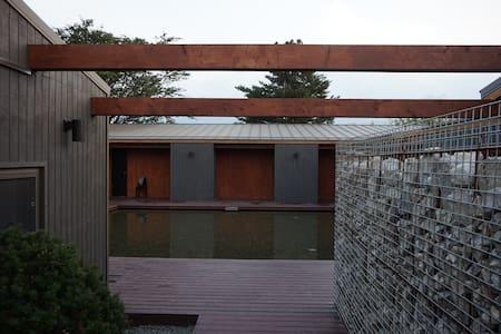 속초 스테이 오롯이 deluxe room 5 - Gwangwang-ro 408beon-gil, Sokcho-si - ที่พักพร้อมอาหารเช้า