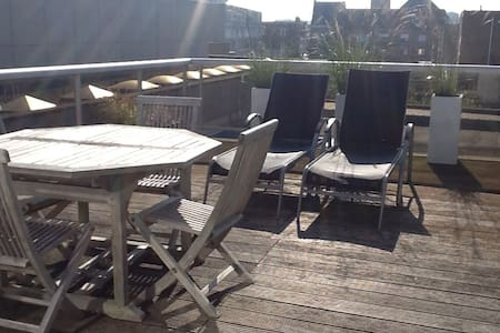 zonnige studio met groot terras