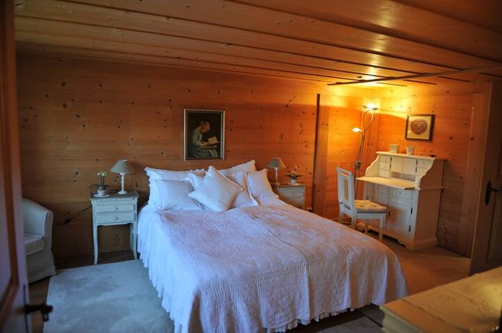 Chalet Nyati, (Gstaad), Appartment with 3 rooms