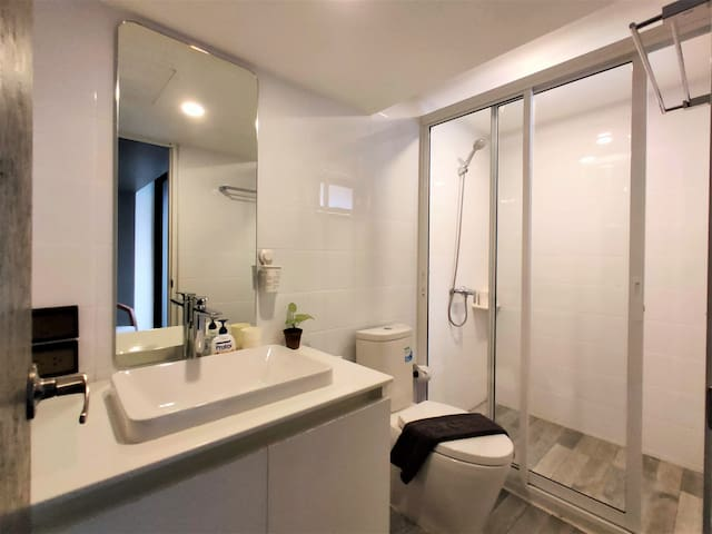 Vibrant Silom Area Studio - 2 Min walk to BTS