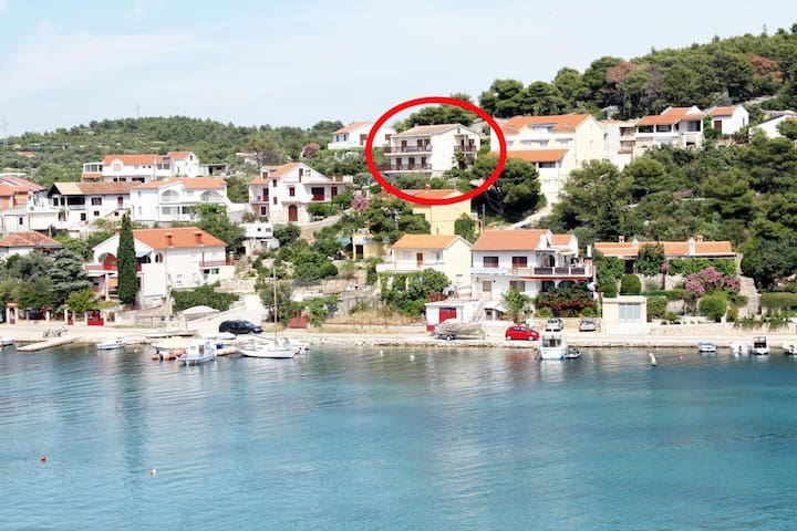 Room with balcony and sea view Tisno (Murter) (S-5128-a)