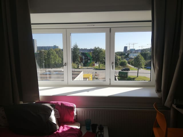 39m2 private studio 15mins from central by metro