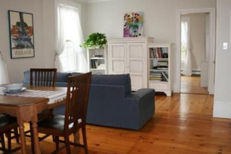 Spacious 1 br condo in the heart of Newburyport - ニューベリーポート - コンドミニアム