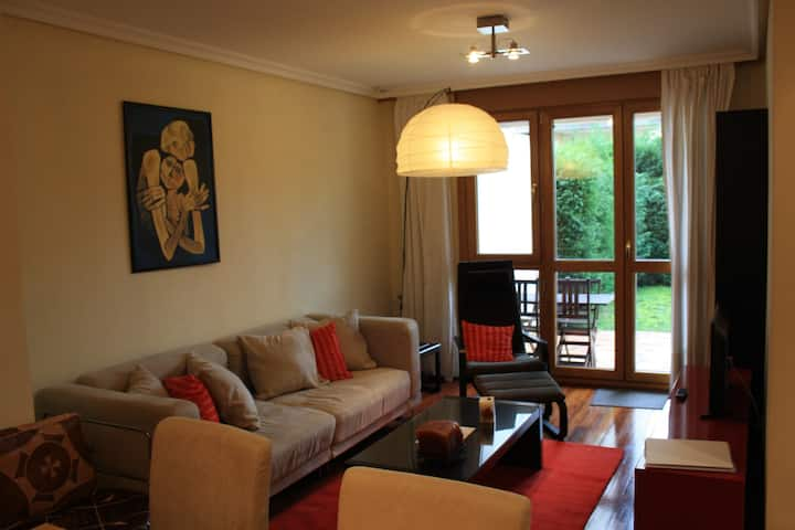 Bright, modern apartment near beach, 54m2 garden