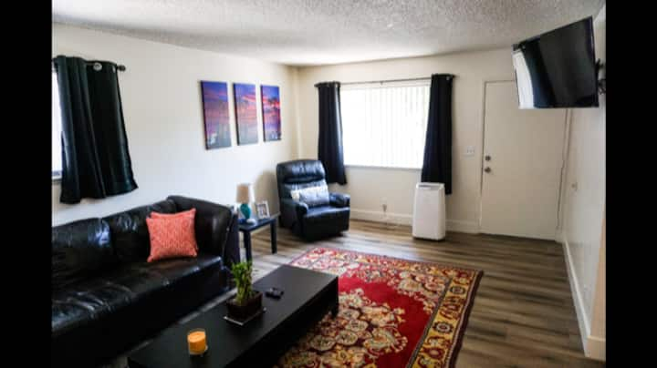 Really cool 2 bedroom, close to the beach!
