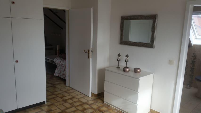 Gemütliche Dachgeschosswohnung - Bad Wünnenberg - Daire