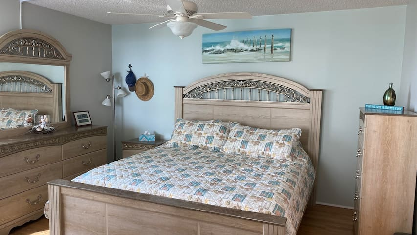 King size bed with adjustable head/foot.