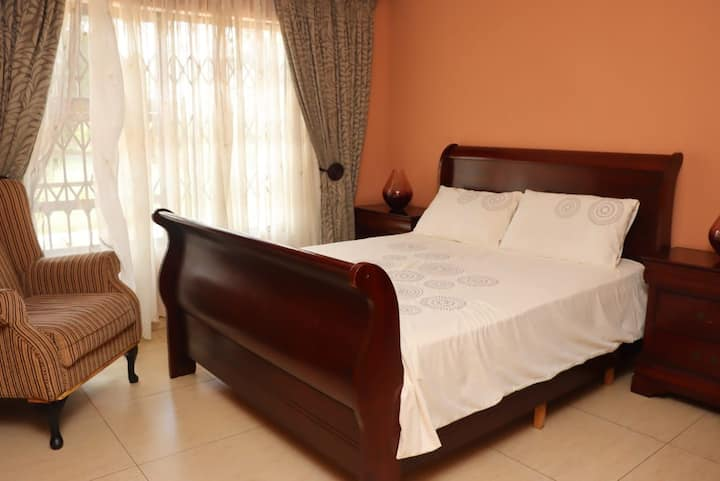 Private Room Tranquil Retreat from Home in Brakpan