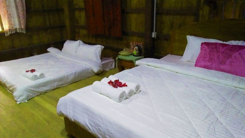 Khmer House Family 3beds upstairs ( Free pick up )
