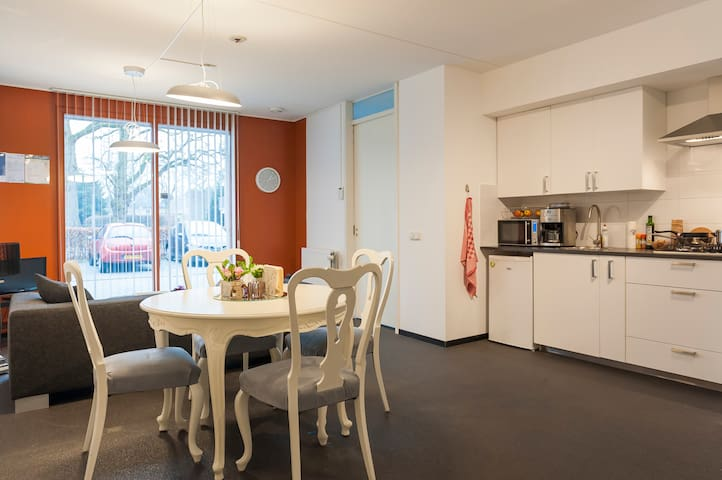 NEW 80m2 apartment PERFECT base - Eindhoven - Appartement