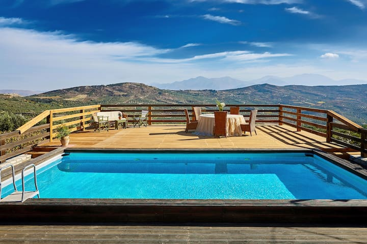 Luxurious Mountain Resort, Neroulakia Farm