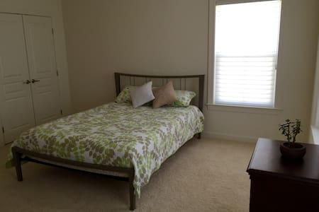 Modern bedroom with private bath - Selbyville - House