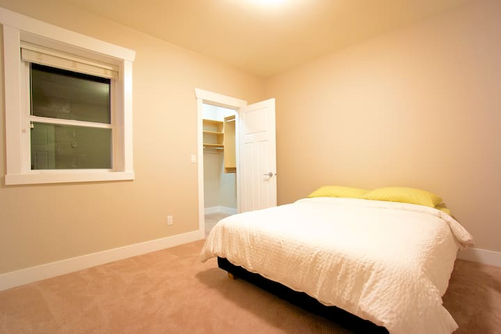 WELCOME HOM(URL HIDDEN)Room 5 - North Vancouver - House