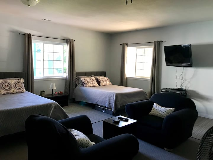 Sonias Mini Suite-Gateway to Olympic National Park