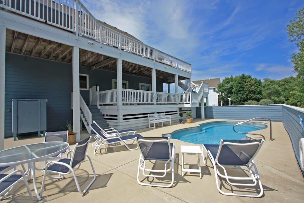 MB44: Beachin Good Time | Pool Area