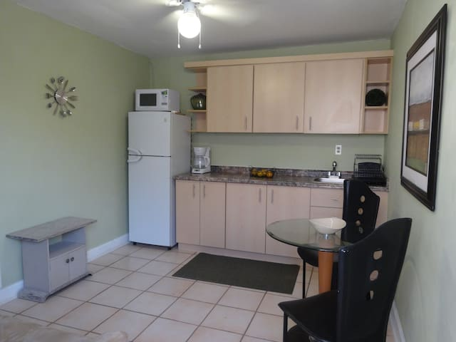 Apt. clean-cozy FIU 2.6 ml - Miami - Departamento