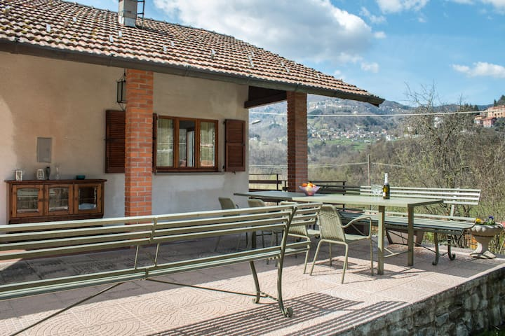 Beautiful Independent Cottage - Argegno - Kabin